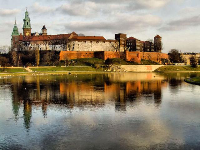 800px-Wawel_z_mostu_Debnickiego_(2007)
