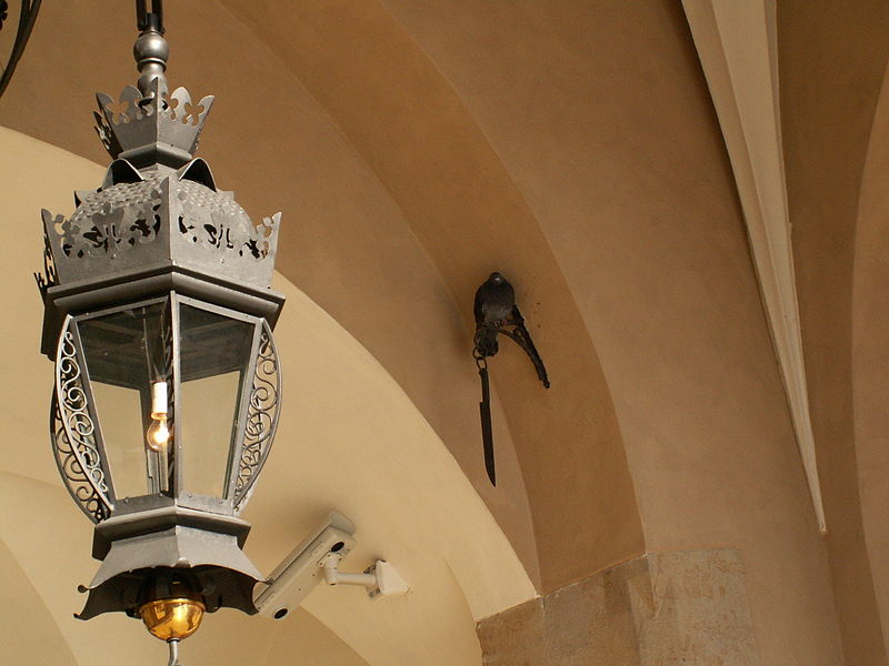 Nóż w krzyżu Sukiennic/Wikimedia CC SA 4.0/Zatpe0202