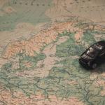 Mapa - poszukiwanie idealnego miejsca na podróż.